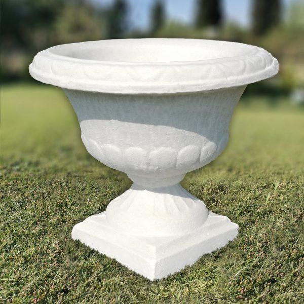 Бетонова саксия кашпа за градината в бял цвят