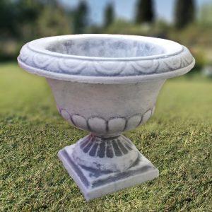 Бетонова саксия / кашпа за градината в сив цвят