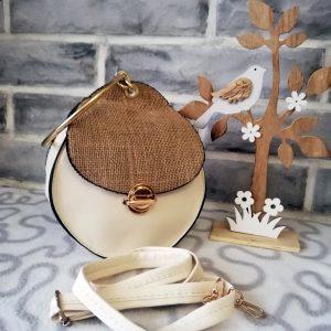 Малка твърда дамска чанта Addison с метална дръжка - тип халка и дълга дръжка. Бял цвят