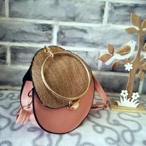 Малка твърда дамска чанта Addison с метална дръжка – тип халка и дълга дръжка. Розов цвят