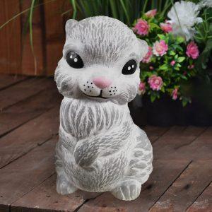 Декоративна градинска фигура на заек от бетон