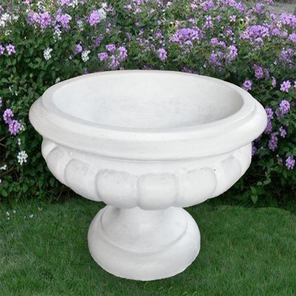 Кашпа от бетон за градината и дома. Саксия от бетон - тип ваза. Бял цвят